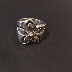 Premier Desings flower ring